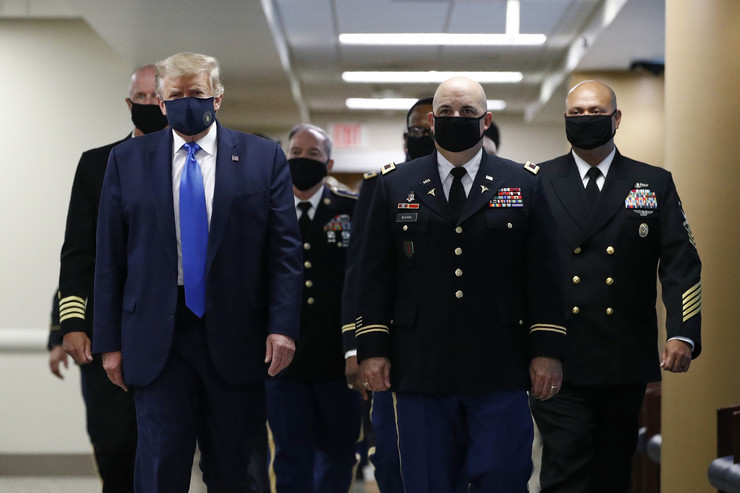 Donald Tramp, maska