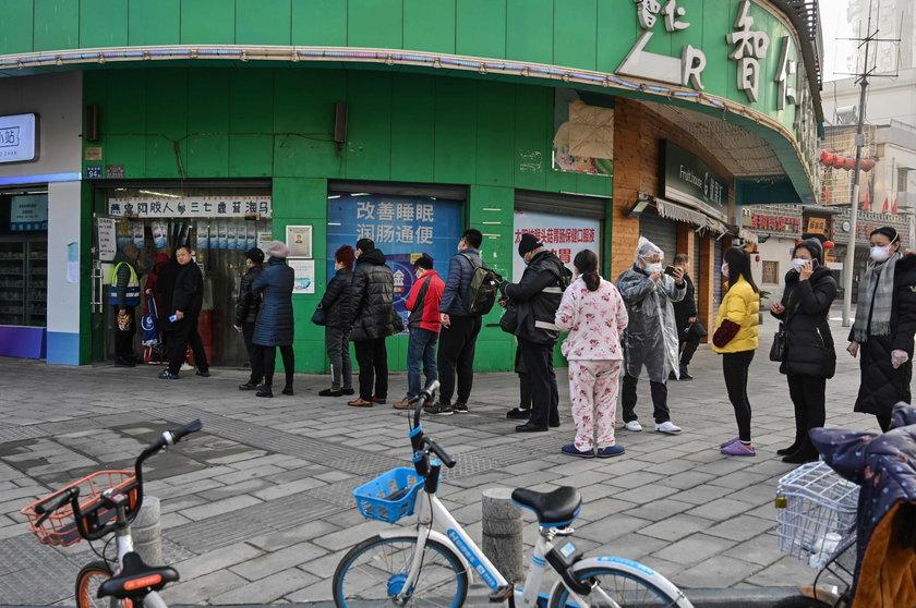 Koronawirus wciąż szaleje. Trwa ewakuacja Polaków z Wuhan