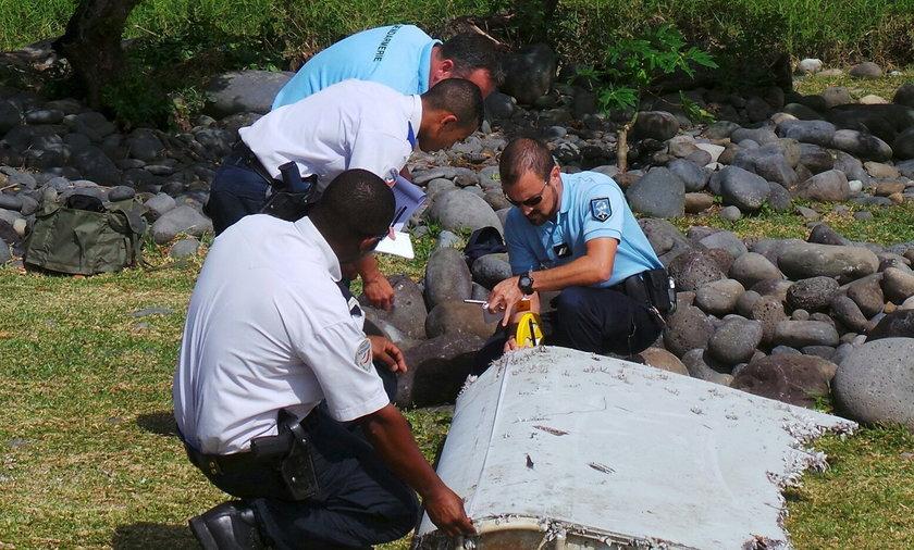 Drzwi zaginionego samolotu na plaży w Reunion!