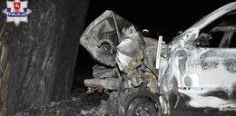 Auto uderzyło w drzewo, stanęło w płomieniach. W środku znaleziono zwęglone ciało
