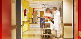 Wtargnął do szpitala z nożem i żądał pomocy