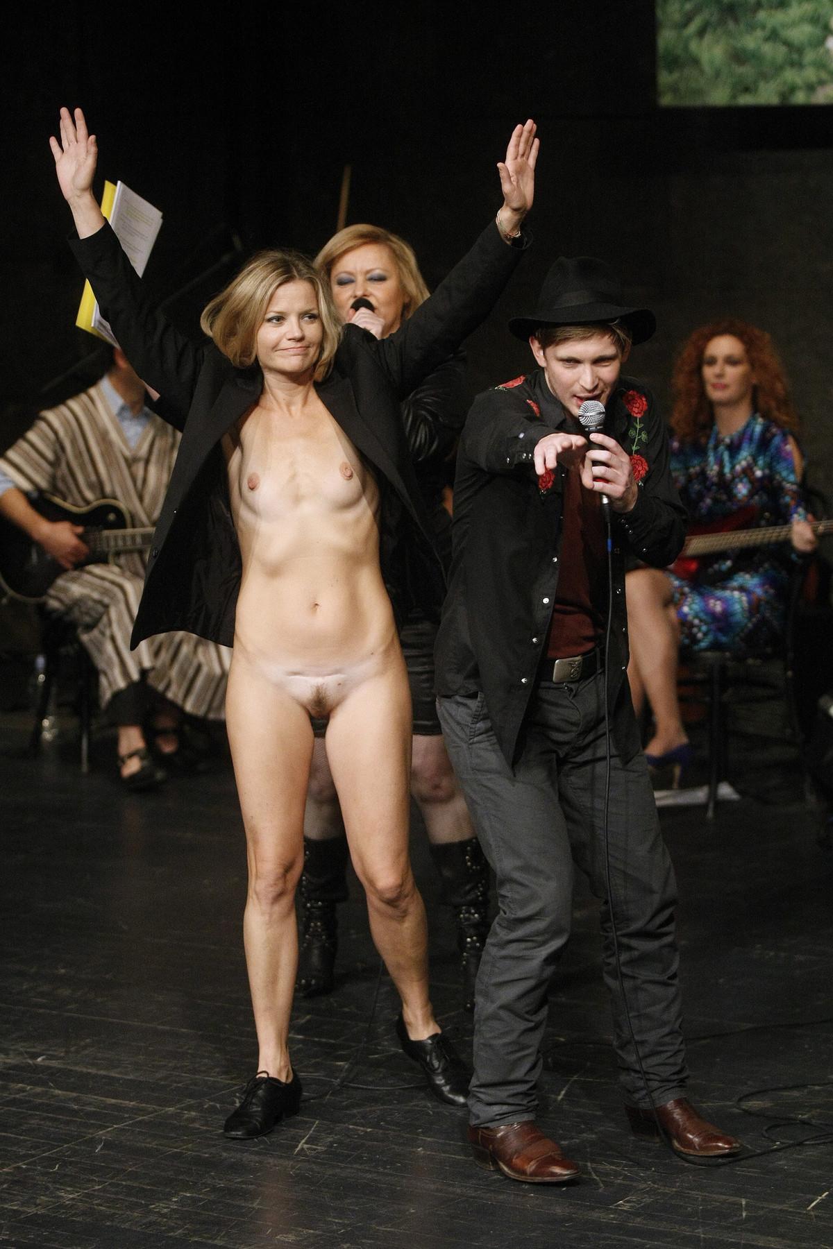 Спектакли с участием голых актрис