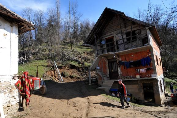 Oronula kuća Kuznića u selu Jakalj