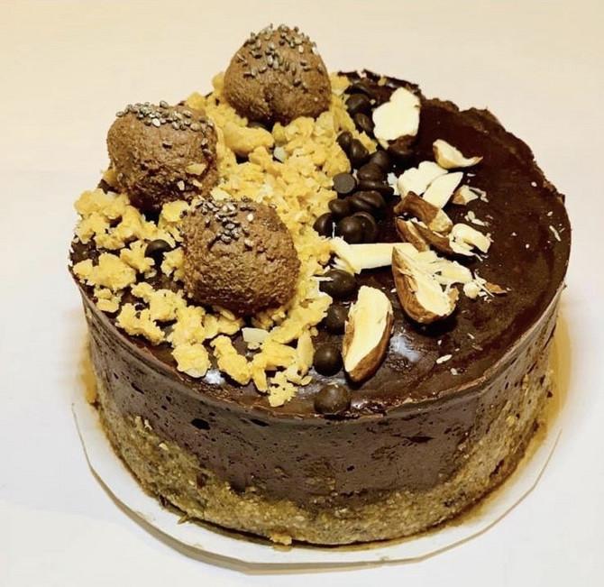 Raw torta od lešnika i čokolade