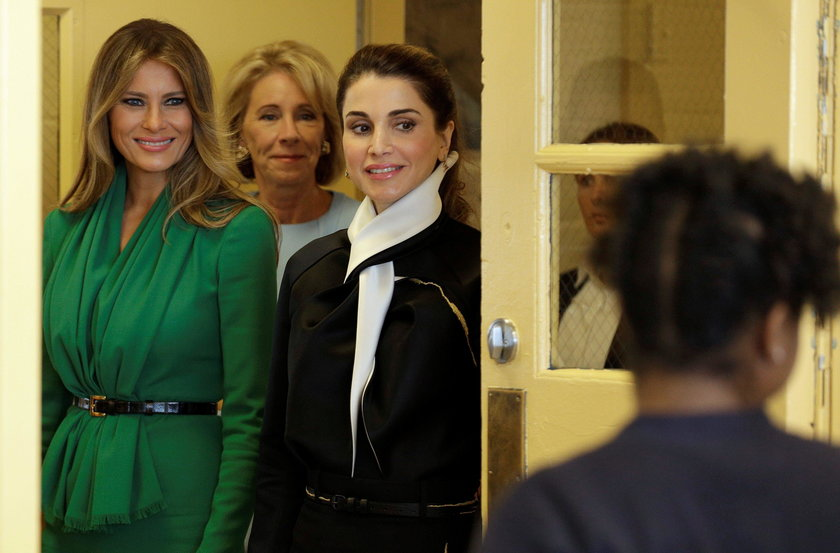 Melania spotkała się z królową. Nie miała z nią szans!
