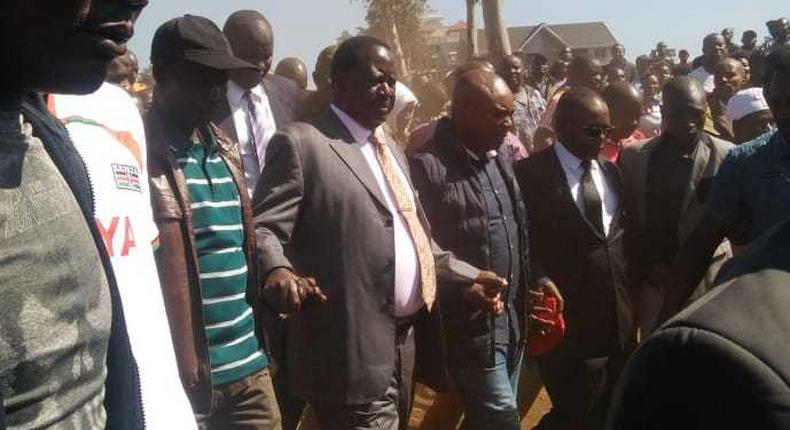Special AU envoy Raila Odinga arrives at the Toi Market where a fire razed down property of unknown value on Tuesday March 12, 2019 (Twitter)