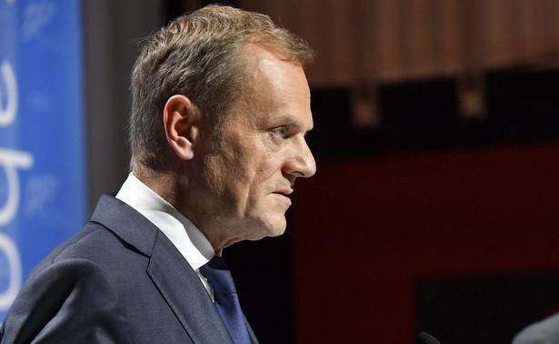 """Grabiec podkreślił, że obowiązkiem przewodniczącego Rady Europejskiej jest dbanie o spoistość Unii i o obecność w UE wszystkich państw, zwłaszcza tak dużego i ważnego kraju, jakim jest Polska. Według polityka PO, wypowiedź Tuska """"w żaden sposób nie kłóci się z obowiązkami przewodniczącego Rady Europejskiej""""."""