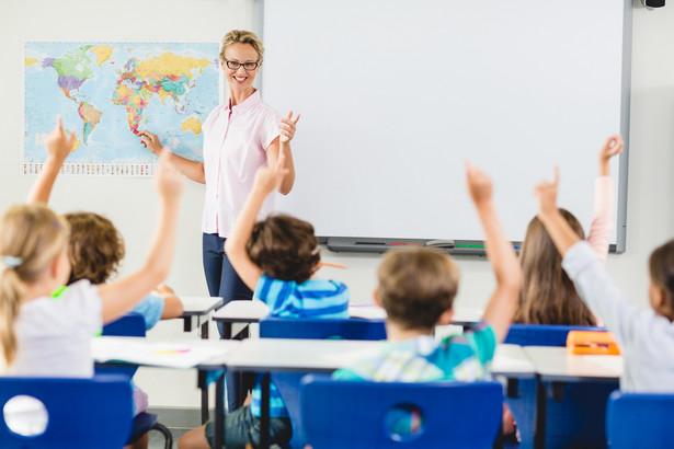 W Wielkopolsce nadal poszukiwanych jest 107 nauczycieli. Z tego 17 szkół oferuje zatrudnienie na pełny etat (18 godzin pensum), a 46 ponad pełen etat.