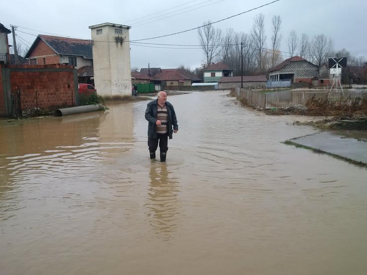 PROKUPLJE-Poplave- mestani Trnave