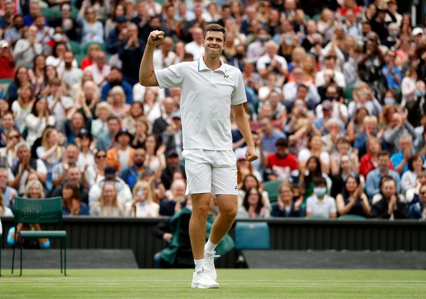 Ćwierćfinał Wimbledonu, w którym Hurkacz zmierzył się z Rogerem Federerem (40 l.), przez lata swoim największym sportowym idolem, zakończył się zwycięstwem Polaka!