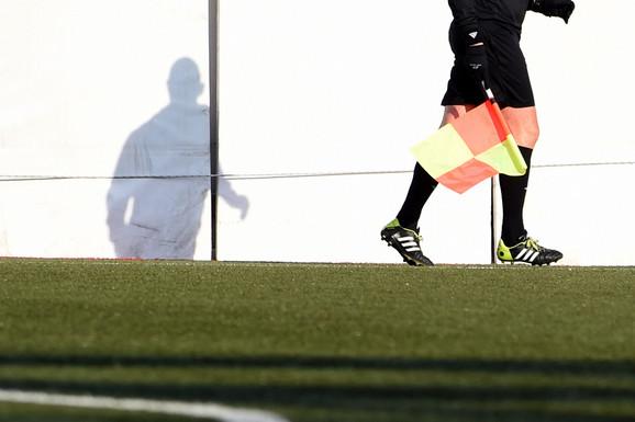 ŠOK U ŠUMADIJI Preko celog terena za fudbal nacrtan muški polni organ! /FOTO/