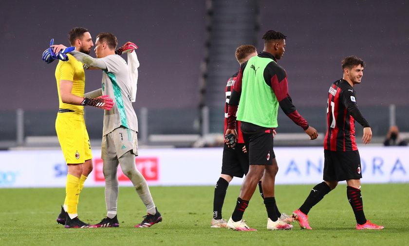 Gianluigi Donnarumma w objęciach Wojciecha Szczęsnego po jednym z meczów. Na treningach na razie się nie spotkają