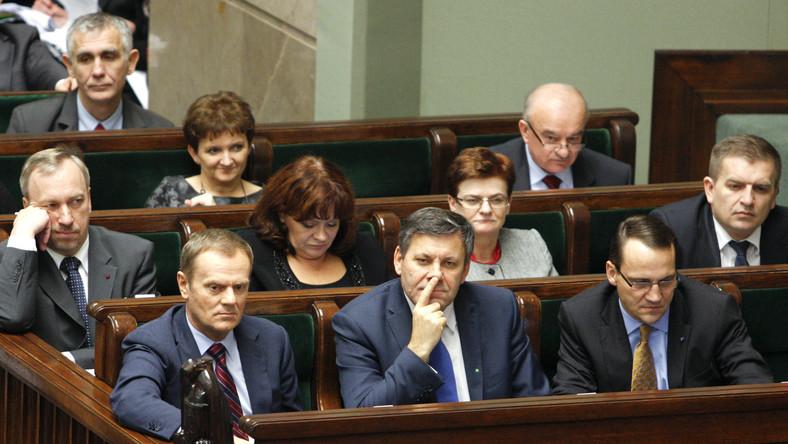 Tusk wieszczy przyszłość i uspokaja Polaków. Na Twitterze