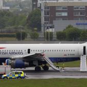 """""""ŠTA SMO MI TO UDAHNULI?"""" Avion je bio pun dima, nedeljama kasnije putnici su i dalje bolesni I NIKO NE ZNA UZROK (VIDEO)"""