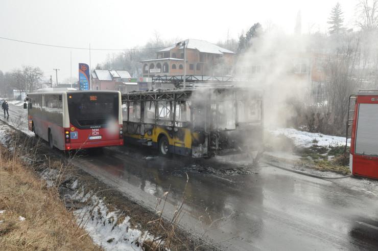 Izgoreo autobus u Grockoj