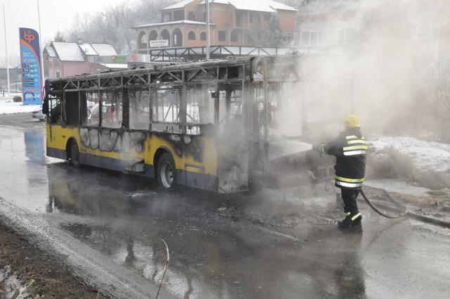 Ponovo izgoreo autobus u Grockoj