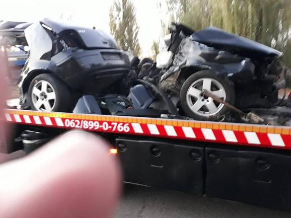 Prepolovljen automobil u kome je poginuo policajac