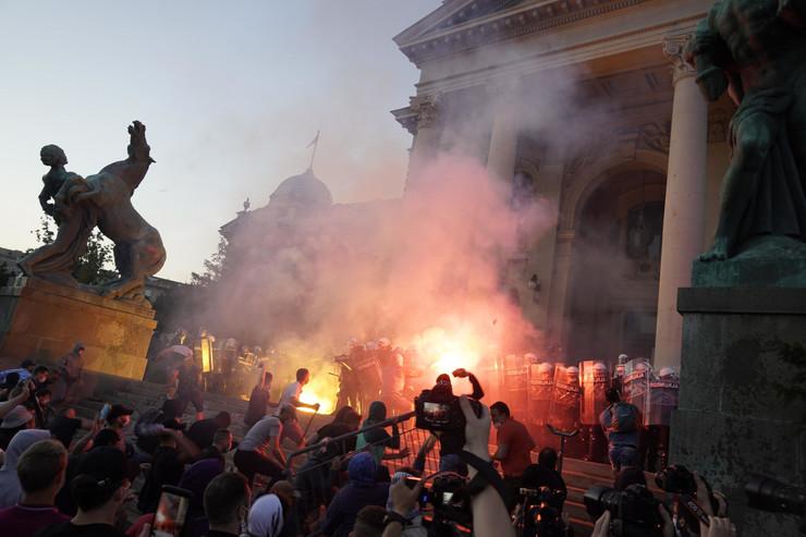 Protest, Skupština, neredi, baklje