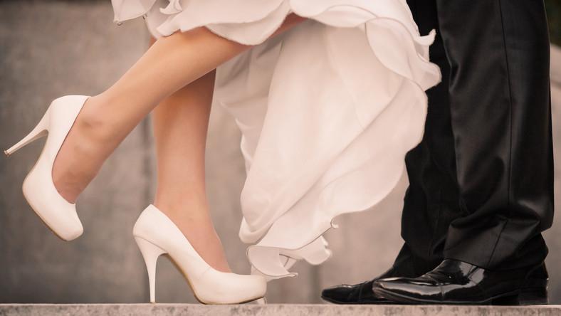 Wygodne Buty Na Wesele Czolenka Obuwie Na Slupku Czy Jednak Baleriny Jakie Buty Wybrac Trendy W Modzie W Domodi