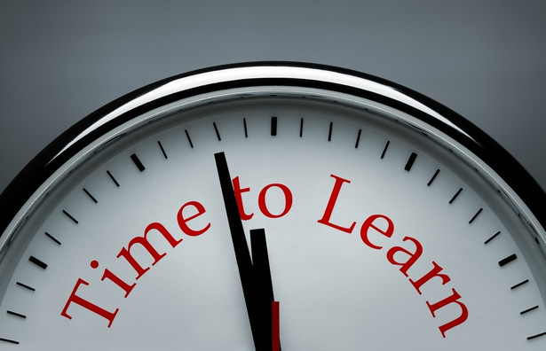 W trakcie wakacji, czyli okresu spokojniejszego dla wielu firm, pracownicy mogą na przykład rozpocząć naukę zupełnie nowego języka.