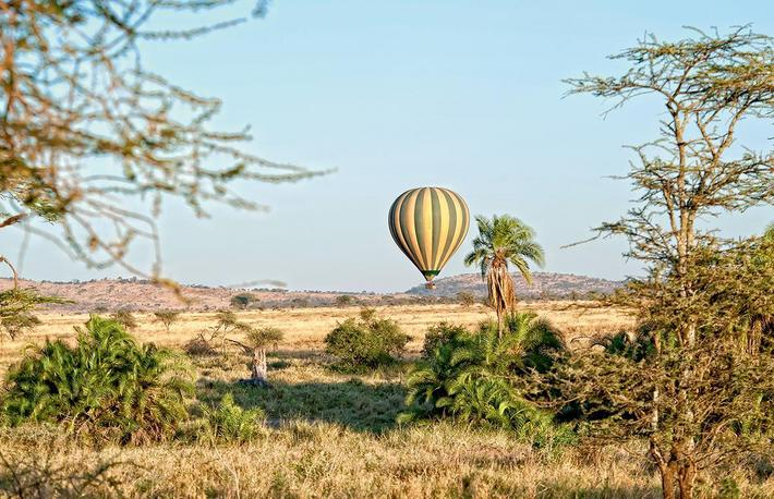 Hot air balloon on a safari in the Serengeti, Africa