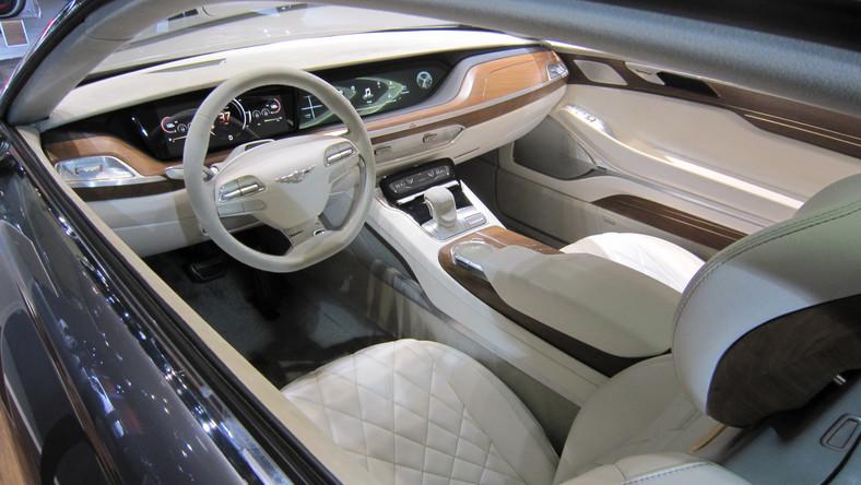 Hyundai marzy o klasie premium, czyli lidze zastrzeżonej dla BMW, Mercedesa i Audi. Dlatego Koreańczycy chcą stworzyć nową markę dla luksusowych odmian aut tego koncernu - wiadomo, że sub-marka zostanie nazwana N. Przypominamy, że podobny manewr wykonała w latach 90. Toyota tworząc luksusową markę Lexus. Podobnie postąpiły Honda - wprowadzając markę Acura i Nissan, który wymyślił Infiniti. A ostatnio Citroen utworzył markę DS.