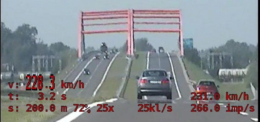 """""""Chciał sprawdzić, jak pójdzie auto kolegi"""". Miał na liczniku 228 km/h! NAGRANIE"""