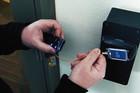 Hakeri su upravo OLAKŠALI POSAO PROVALNICIMA: Ovaj ključ OTKLJUČAVA SVE BRAVE