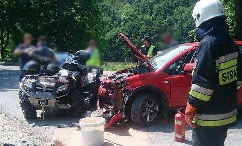 Samochód wbił się w quada.