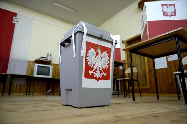 Lokal obwodowej komisji wyborczej w Krzywczy na Podkarpaciu