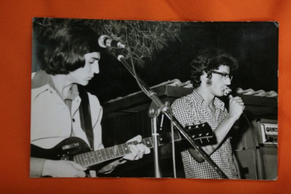 Imao je nekoliko rokenrol bendova u mladosti