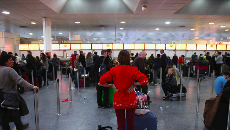 The average length of a flight delay at Gatwick Airport is 27 minutes.