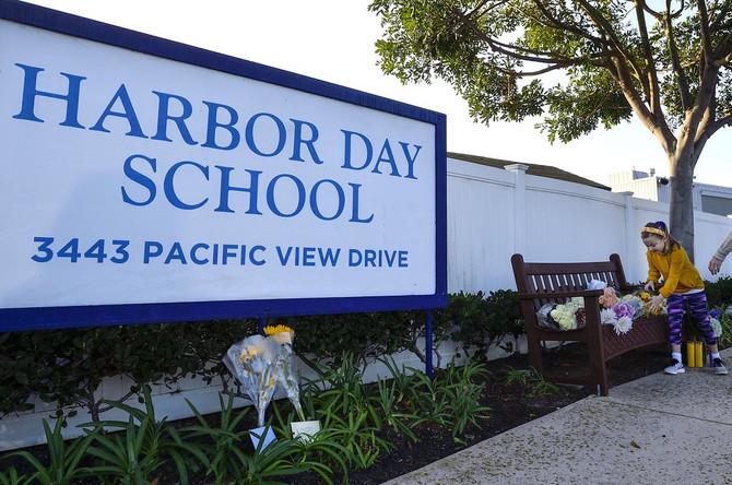 Ispred Harbor Day  škole u Kalifroniji