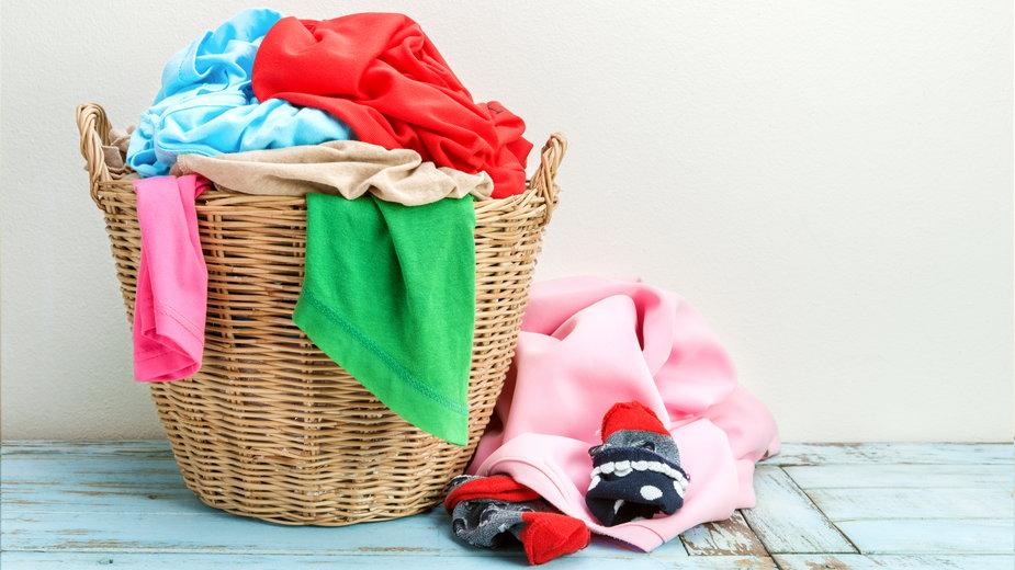 Pięć akcesoriów do prania. Numer 3 to hit, który pomoże walczyć z sierścią