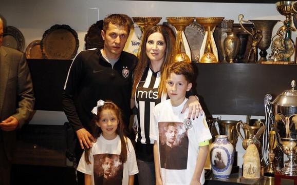 Saša Ilić sa porodicom na stadionu Partizana