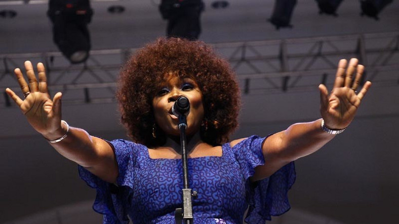 Omawumi makes first post baby  appearance. (Bella Naija)
