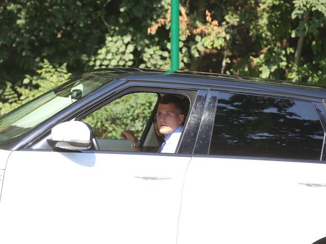 U ovom autu se krije prelepa devojka našeg košarkaša: Jelisaveta je zvezda večeri, ali je ONA u stopu prati!