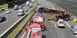 Wywrócona ciężarówka zablokowała autostradę