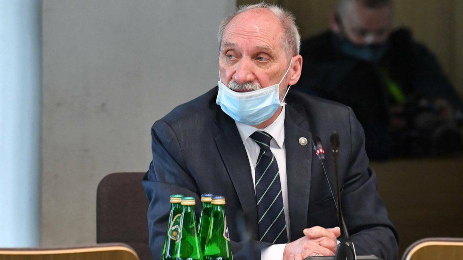 Antoni Macierewicz nie odpowiedział, dlaczego skorzystał z opinii kontrowersyjnego profesora z Łodzi