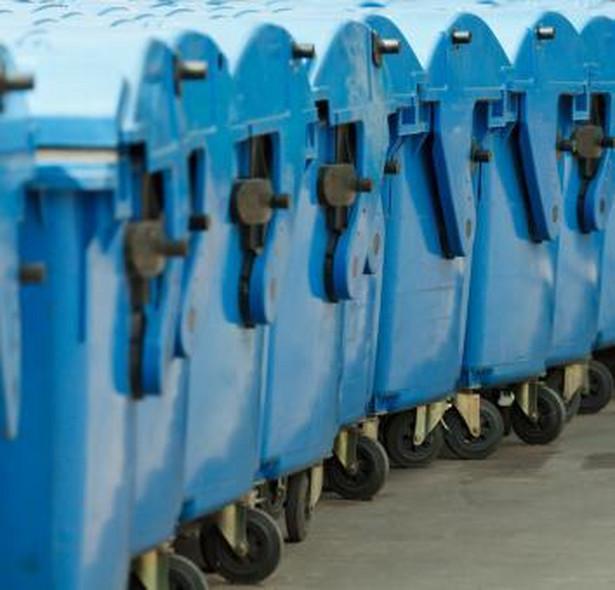 Możliwość zlecania własnym przedsiębiorstwom odbioru śmieci rozważają natomiast związki gmin