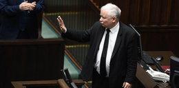 Obrzydliwy fotomontaż z Kaczyńskim w biurze prokuratora. Ma kłopoty