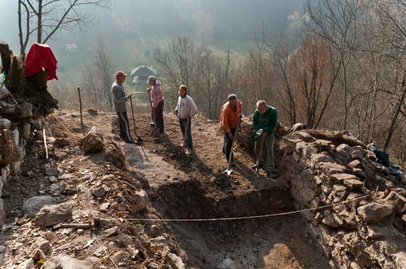 Arheolozi u antičkom utvrđenju u selu Brangović, u ruševini kuće iz 4. veka pronašli unikate svetskih razmera