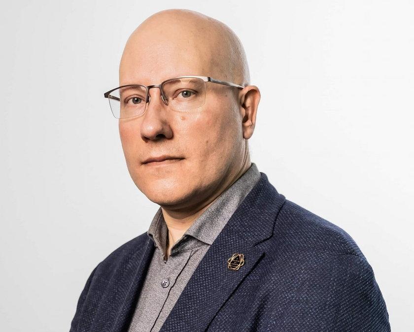 Dr Tomasz Dzieciątkowski, znany wirusolog tłumaczy: Wspominana trzecia dawka, a właściwie druga przypominająca, działa przypominająco na nasz układ odpornościowy. Zresztą takie dawki podaje się także przy innych szczepionkach.