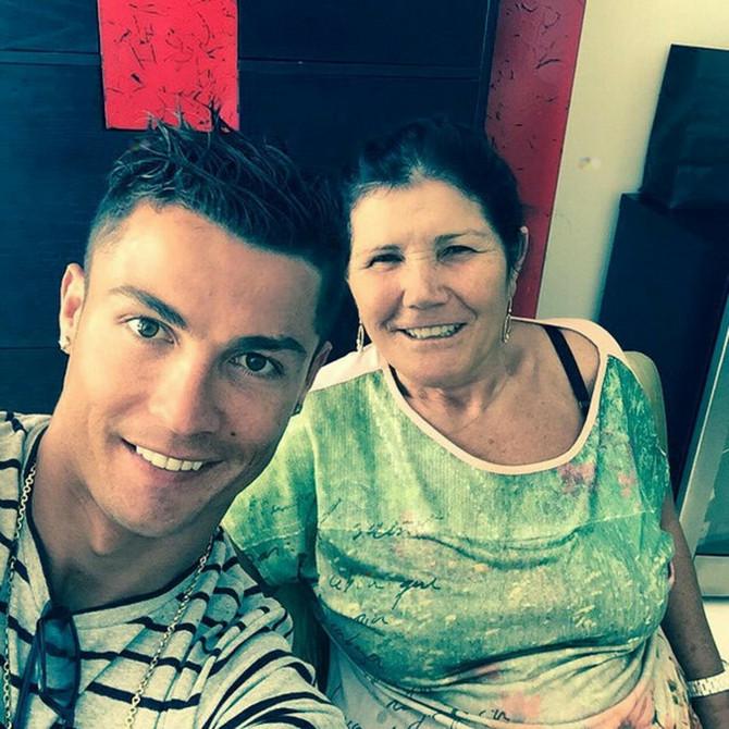 Kristijano Ronaldo sa majkom