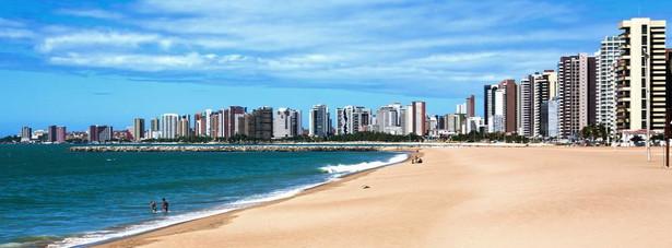 Fortaleza - Plaże przyciągają turystów w tym słonecznym, szybko rozwijającym się mieście, zwłaszcza dekadencka, obfitująca w imprezy Iracema, przyjazne dla rodzin Meireles, obóz wędkarski i żeglarski Mucuripe oraz skromna Praia do Futuro.