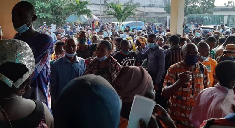 Nigerians have been trying to beat the initial deadline for the update, crowding registration centres and violating COVID-19 guidelines as a result [Twitter/@Prinzgbemi]