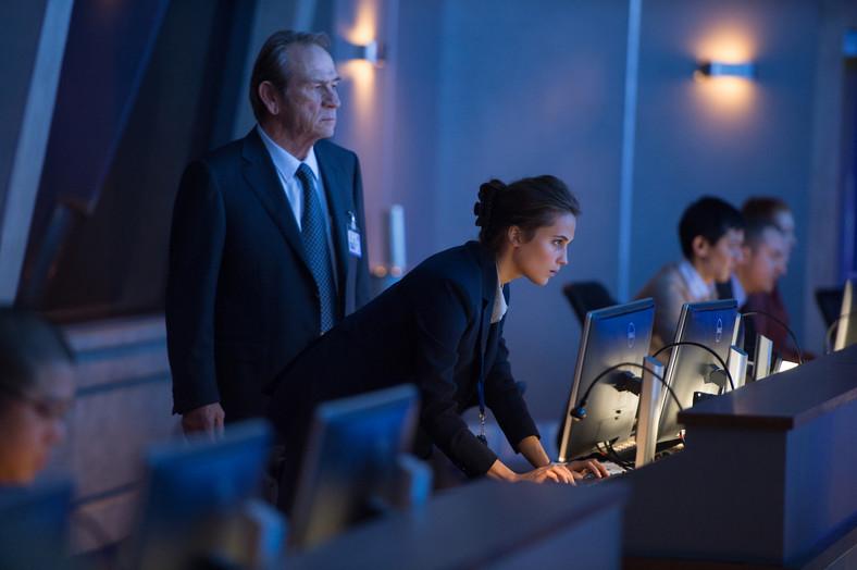 """Alicia Vikander i Tommy Lee Jones dołączyli do """"Bourne'a"""""""