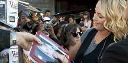 Wszyscy chcą mieć jej autograf. Czyj?