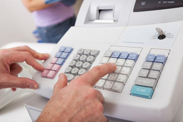 Z interpretacji organów podatkowych oraz orzecznictwa sądów wynika, że powodem zwrotu odliczenia może być także brak klientów, jeżeli z tej przyczyny podatnikowi nie uda się udowodnić trzyletniego faktycznego okresu używania kasy