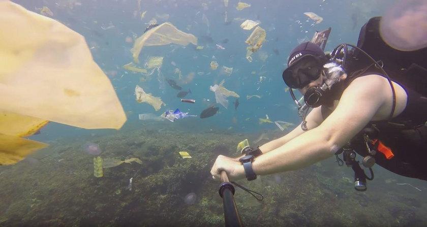 Zanurkował z kamerą w oceanie